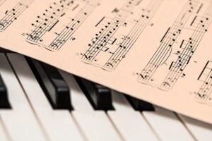 Piano keyboard and score